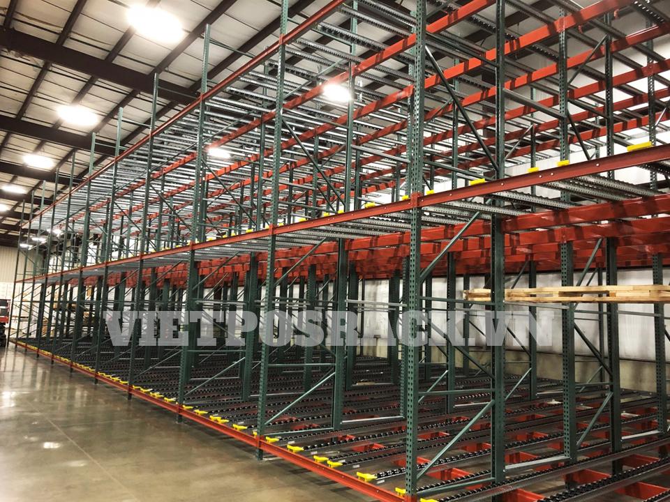 Kệ Push Back – Hệ thống kệ chứa hàng trong kho công nghiệp