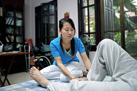 Top trung tâm cung cấp dịch vụ tìm người chăm sóc người già chu đáo, giá tốt